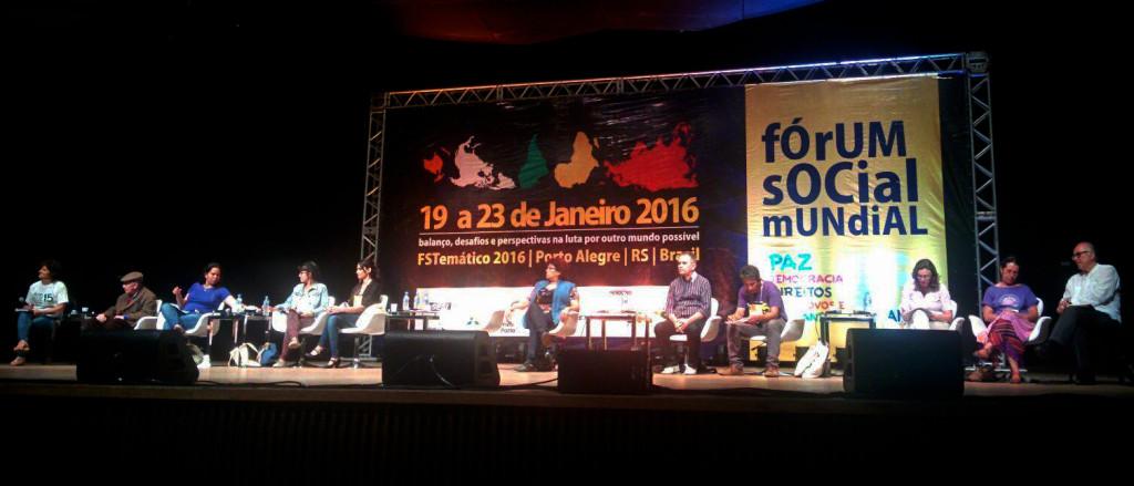 Mesa Democracia Econômica no Fórum Social Mundial Temático em Porto Alegre/RS